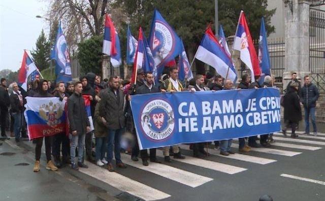 Na tisoče ljudi že štiri dni protestira v Črni Gori, Srbiji in BiH proti podržavljanju premoženja verskih skupnosti v Črni Gori.