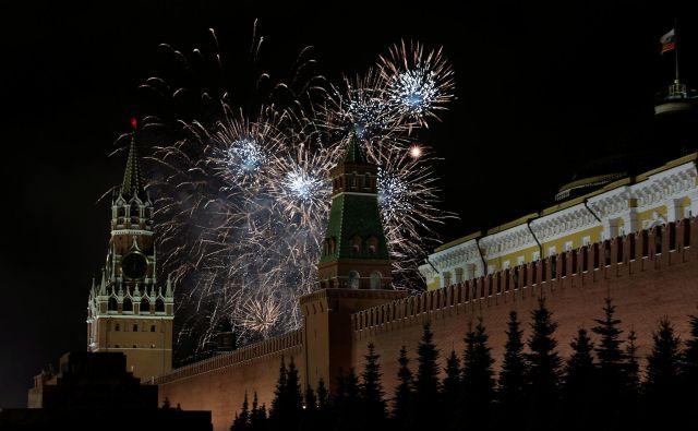 Moskovčani so v novo leto 2020 skočili ob 22. uri. FOTO:Tatyana Makeyeva/Reuters