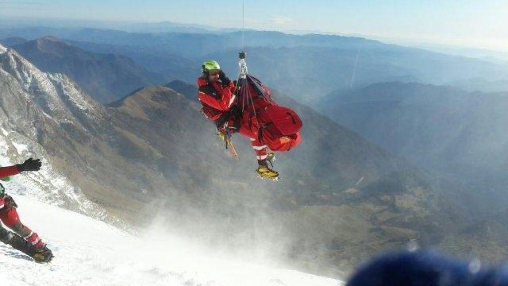 FOTO:Zelo zahtevno helikoptersko reševanje planinke na Krnu