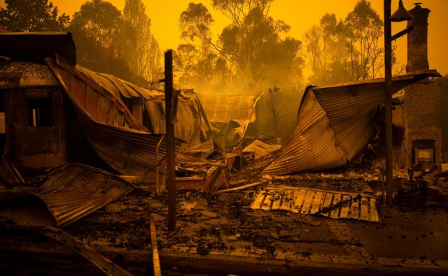 Uničeni so številni domovi. FOTO: Saeed Khan/Afp