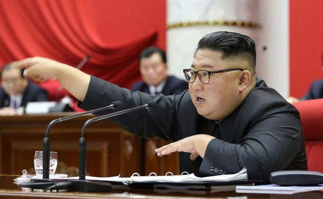 Severnokorejski voditelj Kim Džong Un se je še vedno pripravljen pogovarjati z Washingtonom. FOTO: AFP