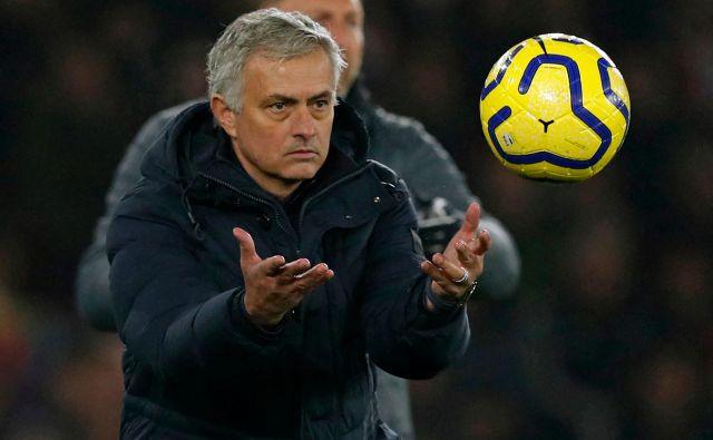 Jose Mourinho je s Tottenhamom na zadnjih dveh gostovanjih v Norwichu in Southamptonu osvojil le točko. FOTO: AFP