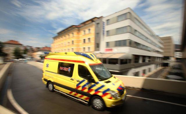 Otrok in mamica sta zdrava, reševalci so ju prepeljali v porodnišnico Ljubljana. FOTO: Jure Eržen/Delo