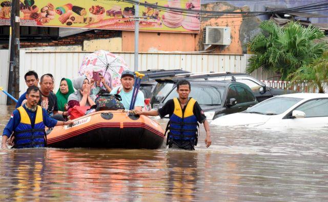 Gre za ene najhujših poplav v zadnjih letih v Džakarti. FOTO: Antara/Reuters