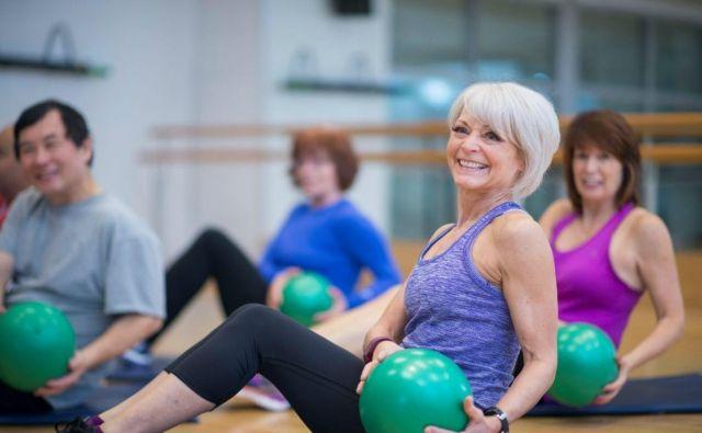 Naj pa postane jutranja ali večerna osnovna telovadba, ki traja le 15 do največ 30 minut, del naše vsakdanje rutine. Foto: Shutterstock