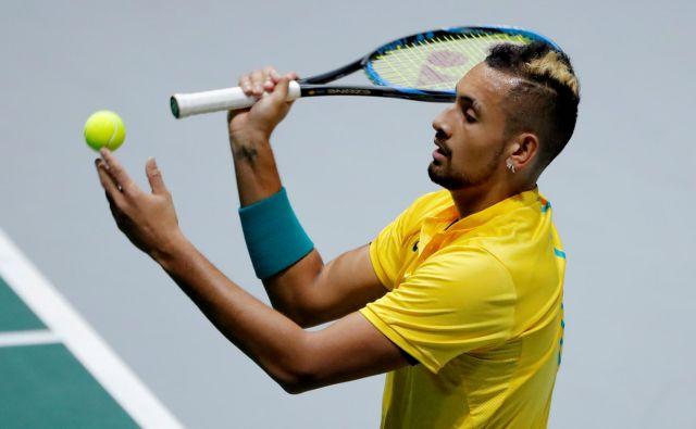 Nick Kyrgios v teniškem svetu velja tudi za enega od najbolj nešportnih igralcev, zdaj pa se je izkazal za moža, ki drugim rade volje pomaga v stiski. FOTO: Reuters