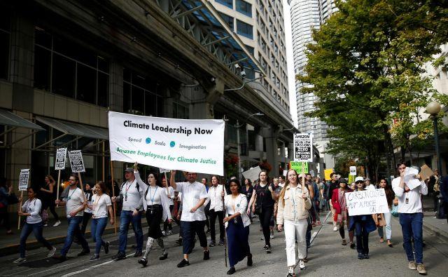 Amazonovi zaposleni za podnebno pravičnost so se lani jeseni udeležili protestnega pohoda proti podnebnim spremembam v Seattlu. FOTO: Lindsey Wasson/Reuters
