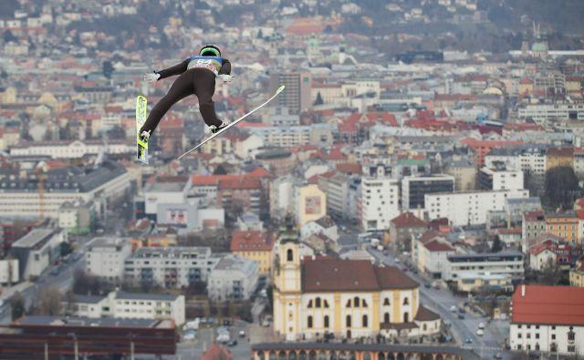 Takšen pogled na Innsbruck se je včeraj odprl Petru Prevcu. FOTO: Reuters