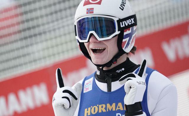 Marius Lindvik letos na tekmah (še) ne pozna poraza. FOTO: AFP