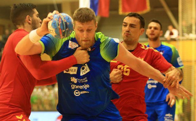 Blaž Blagotinšek bo eden glavnih nosilcev slovenske igre na EP. Proti Makedoncem je pokazal borbenost in moral zaradi treh izključitev predčasno pod prho. FOTO: Tomi Lombar