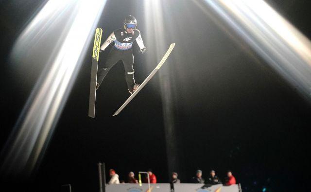 Peter Prevc je v včerajšnjih kvalifikacijah v Bischofshofnu dobro pripravljenost potrdil s sedmim mestom. FOTO: AFP