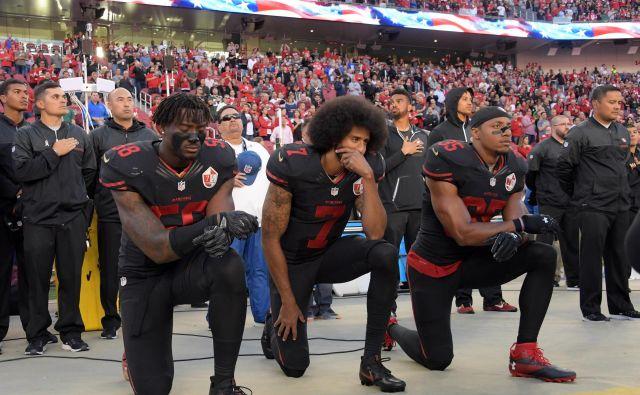 Nekdanji podajalec moštva San Francisco 49ers je v preteklosti razburjal s klečanjem ob igranju ameriške himne na tekmah lige poklicnega nogometa NFL. Foto Usa Today Sports