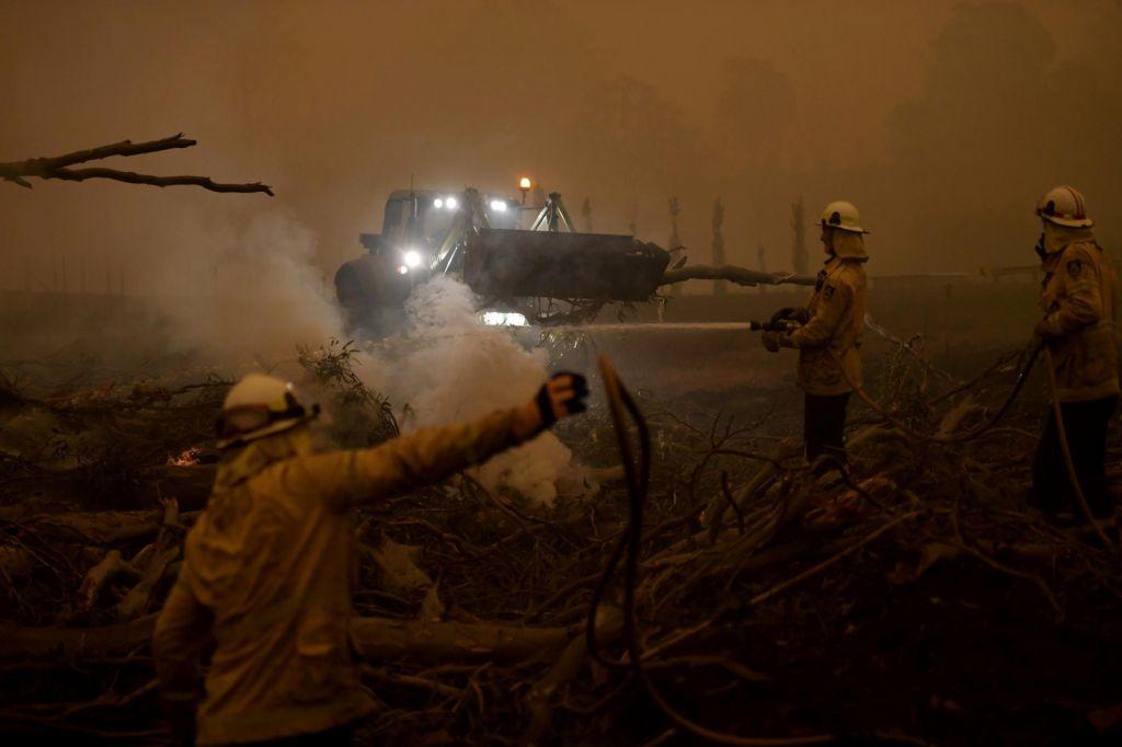 FOTO:Avstralski požari ustvarjajo lastne strele