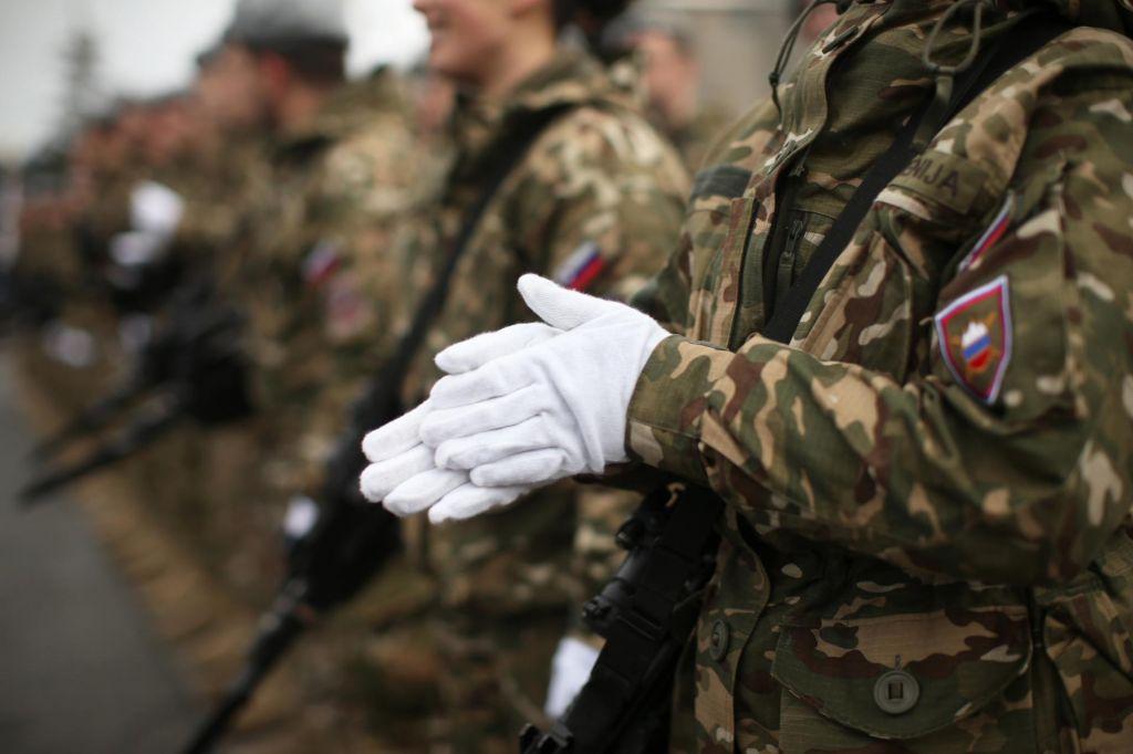 Politika je spet posilila vojsko