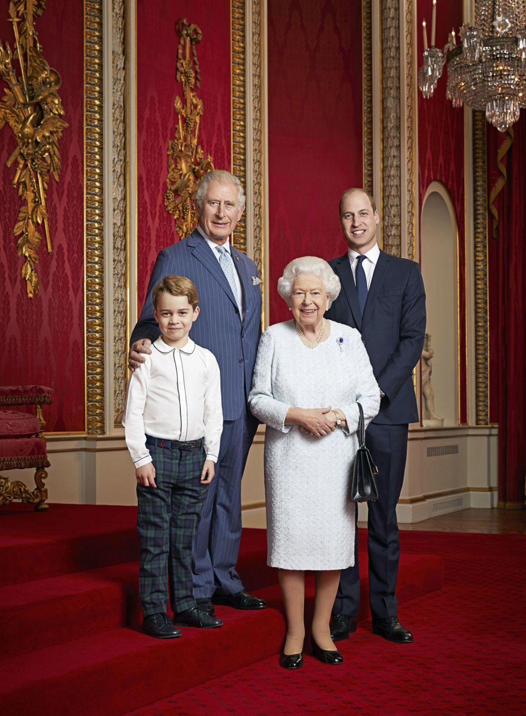 Nov portret britanske kraljice s prestolonasledniki