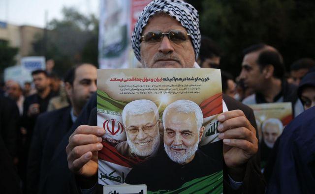 Občutek je, kot da je po petkovi tektonski ameriški zunajsodni eksekuciji iranskega generala celoten Bližnji vzhod v – suspenzu. FOTO: Hossein Mersadi/AFP