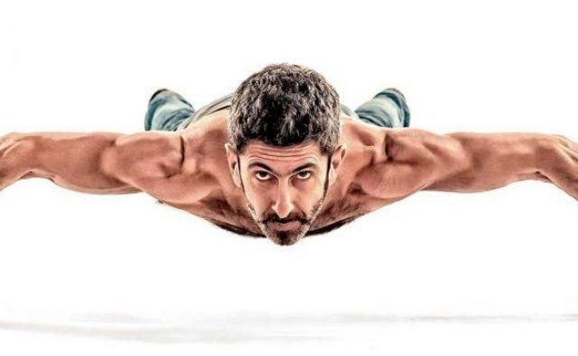 Ker za to vadbo ne potrebujete ničesar, jo lahko izvajate v zavetju vaših štirih sten ali v najljubšem fitnes kotičku, kjerkoli in kadarkoli. Foto: Shutterstock
