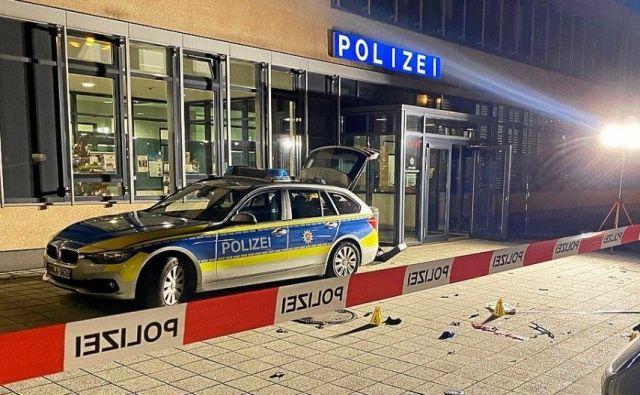 Pred policijsko postajo v Gelsenkirchnu je policist ustrelil domnevnega napadalca. FOTO: Nikos Kimerlis