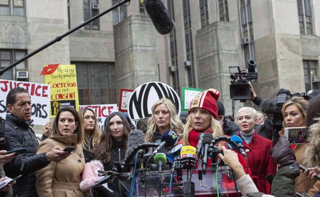 Na newyorškem sodišču se je začelo sojenje zoper Harveya Weinsteina. FOTO: Reuters
