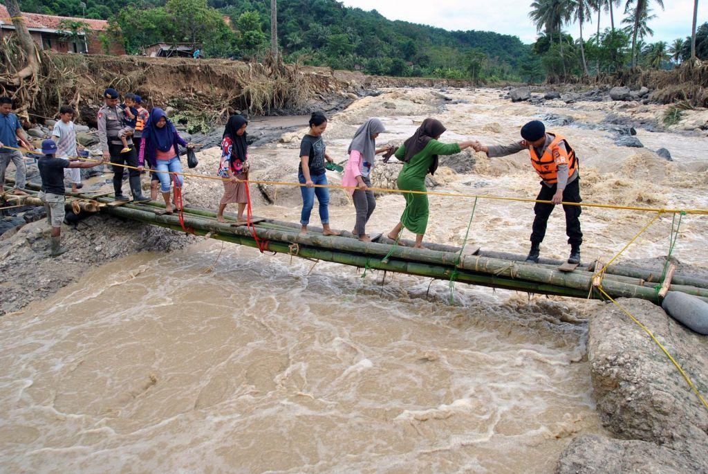 V poplavah v Džakarti že 66 mrtvih