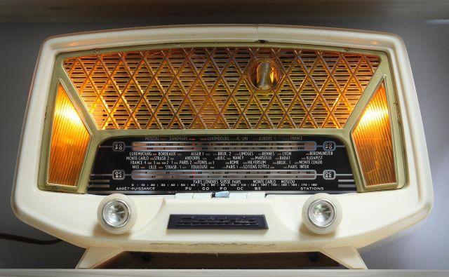 Pred kratkim sem prisluhnila radijsko predvajani ljudski pesmi. Včasih sem jo poslušala v živo v kaki dvorani na deželi, zdaj pa žal pri meni ni več pogojev za to. FotoIgor Zaplatil