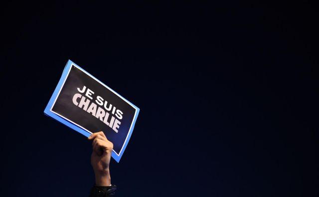 Odziv na napade v Franciji in po svetu je bil izjemen: v imenu svobode izražanja se je rodilo geslo 'Jaz sem Charlie'. Za svojega so ga vzele tudi množice ljudi. FOTO: Anne-Christine Poujoulat/AFP