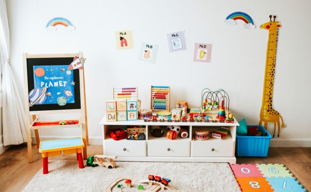 Z metodo Marie Montessori lahko primerno opremimo otroško sobo, kuhinjo, dnevno sobo in kopalnico. Foto Shutterstock