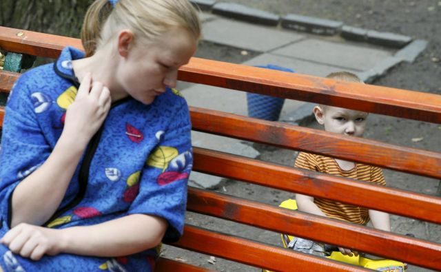 Premik od pohlepnega posameznika v sposobno skupnost je korak v boljšo prihodnost. FOTO: Valentyn Ogirenko/Reuters