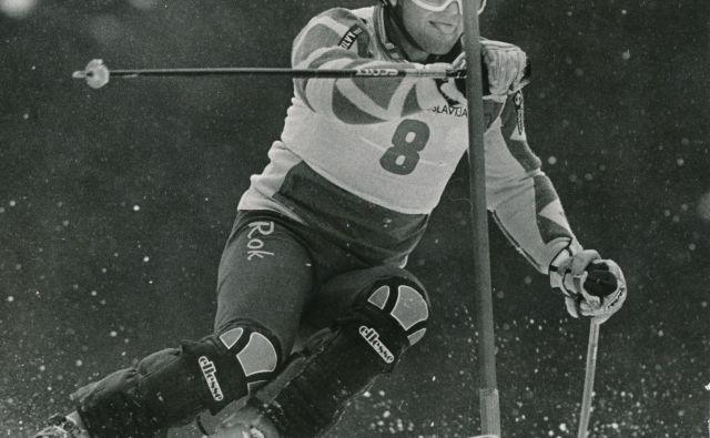Trenutek, ko se je Rok Petrovič zazrl v neke druge itake, neke druge korčule, preden se je pognal s starta slaloma v Wengnu in se nam je zdelo, da traja večno. FOTO: Igor Modic/Delo