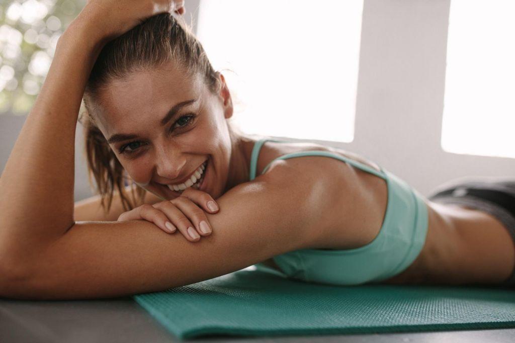 FOTO:Biti fit z minuto vadbe na dan, le kdo temu nasede