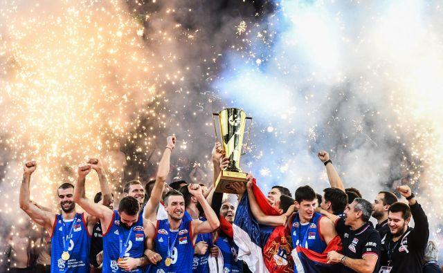 Srbski odbojkarji so se lanskega septembra v Parizu veselili evropskega naslova, zdaj pa so v Berlinu ostali brez nastopa na olimpijskem turnirju v Tokiu. FOTO: AFP