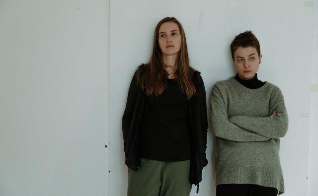 <em>Polsestra</em> je študija nesrečnih protagonistk, ki sta na začetku filma nesrečni vsaka zase, na koncu pa sta nesrečni skupaj.<br /> Foto Urša Premik