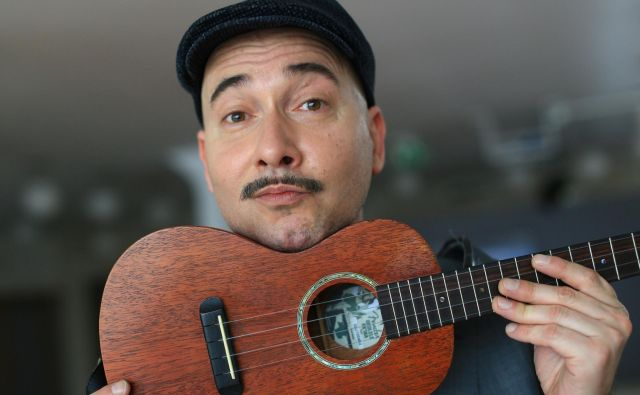 Robi Pikl je izvrsten kitarist različnih slogov.<br /> Foto Tomi Lombar