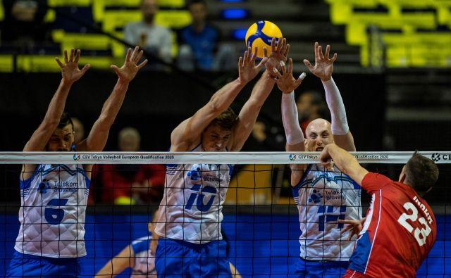 Mitja Gasparini, Sašo Štalekar in Žiga Štern so ustavili tudi Čehe. FOTO: AFP