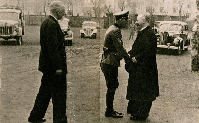 Leon Rupnik z nemškim generalom Erwinom Rösenerjem in ljubljanskim nadškofom Gregorijem Rožmanom. FOTO: Arhiv