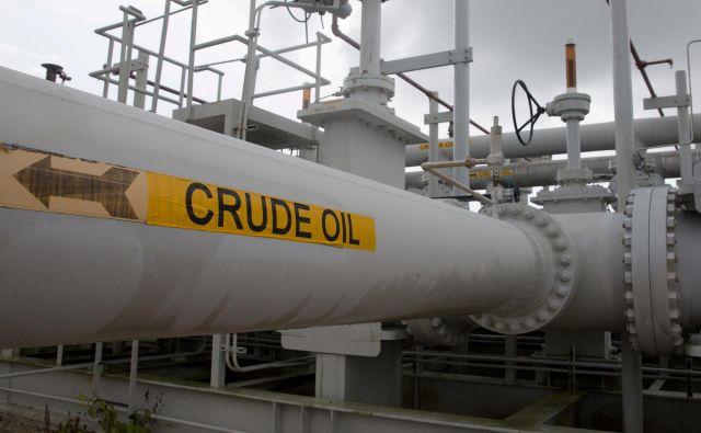 Sod naftre Brent je v odgovor na raketiranje med ZDA in Iranom skočil s 65 dolarjev vse do 71 dolarjev. FOTO: Reuters