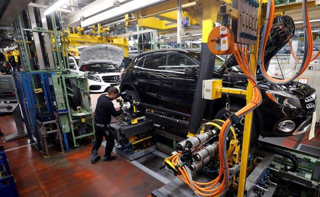 Nemška avtomobilska industrija je lani proizvedla najmanj vozil v skoraj četrt stoletja. FOTO: Reuters