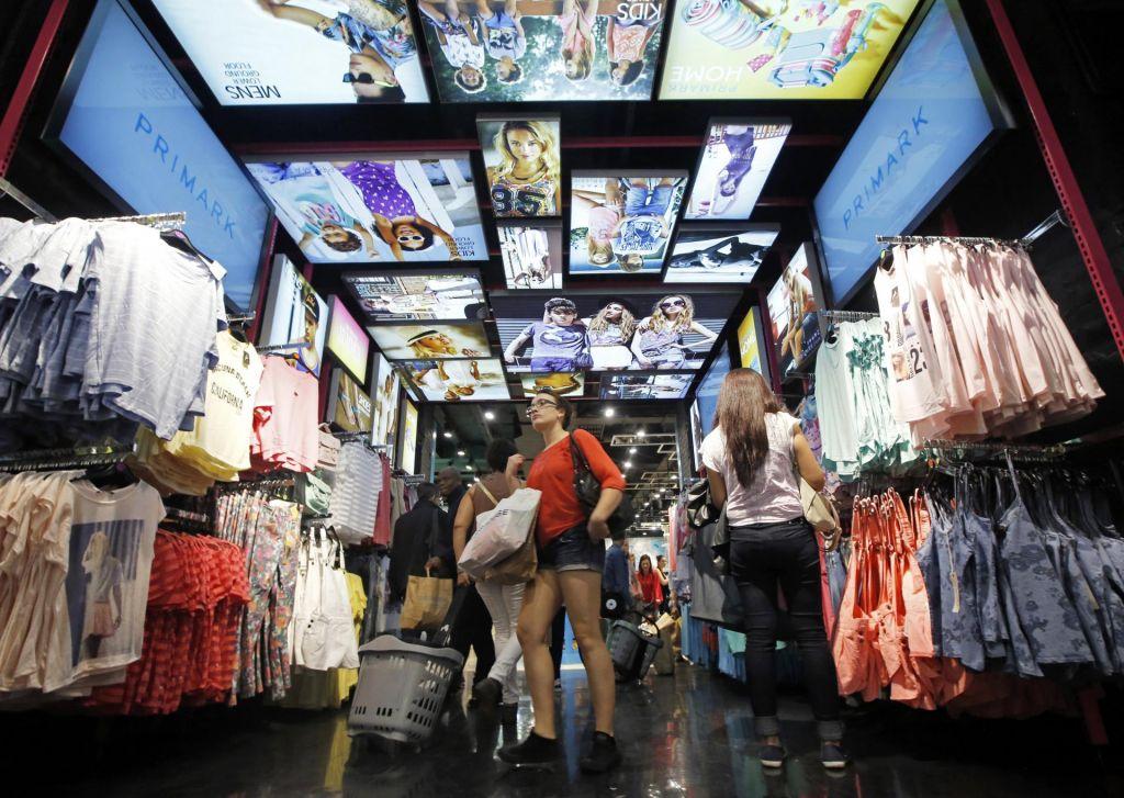 FOTO:Poceni oblačila imajo visoko ceno