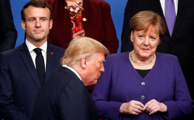 Francoski predsednik Emmanuel Macron, nemška kanclerka Angela Merkel in ameriški predsednik Donald Trump med lanskim vrhom Nata v Londonu. Foto Christian Hartmann/Afp