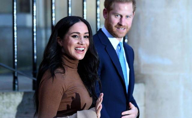 Princ Harry in Meghan sta po vrnitvi iz Kanade sporočila, da se umikata iz ožje kraljeve družine. FOTO: AFP