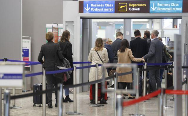 Po stečaju Adrie Airways so se številni potniki preusmerili na zagrebško letališče, Nomago uvaja tudi direktno avtobusno povezavo z njim. FOTO: Leon Vidic/Delo
