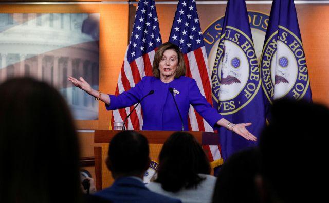 Demokratska predsednica predstavniškega doma Nancy Pelosi zagovarja omejitev predsednikovih pristojnosti za vstop v vojno z Iranom.<br /> Foto Reuters