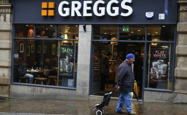 Greggs je številne nove kupce pritegnil z veganskimi izdelki, ki gredo za med, tako da komaj sproti polnijo police.<br /> Foto Reuters