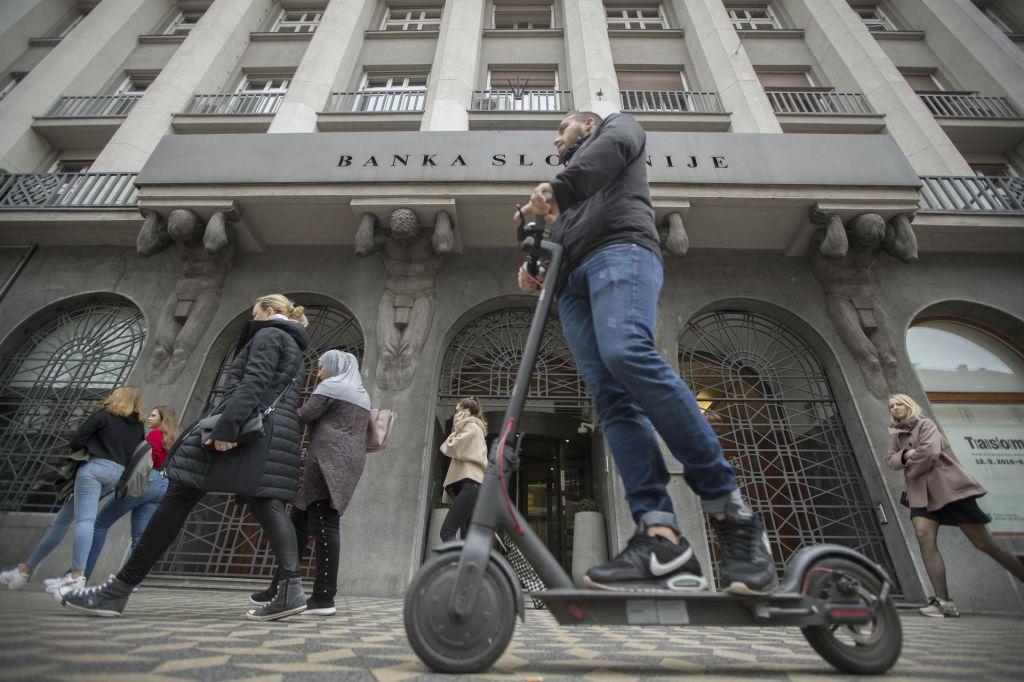 Banke v enajstih mesecih z rekordnih več kot pol milijarde dobička