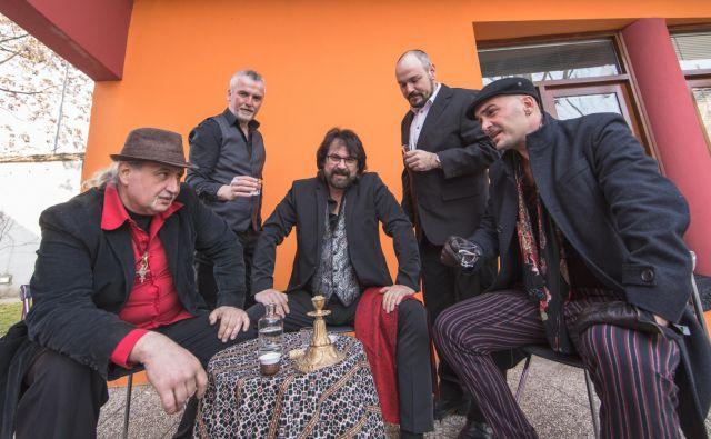 Zasedba Šukar že tri desetletja predstavlja romsko glasbo.<br /> Foto Tadej Krese