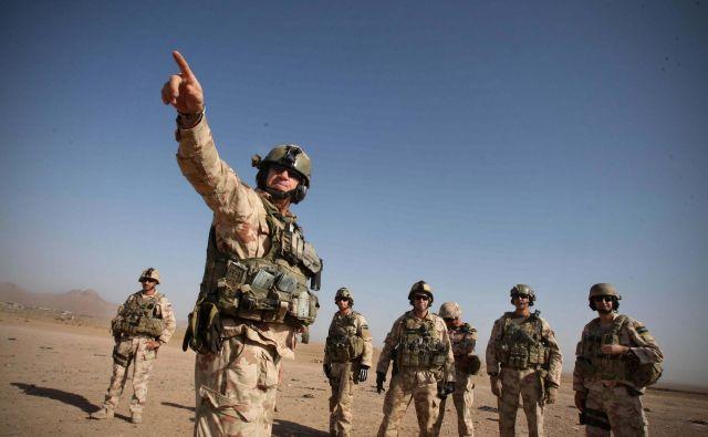 Začasni umik iz operacije <em>Neomajna odločenost</em> je razgalil, da politika ne ve, čemu naj bi vojska sploh služila. FOTO: Jure Eržen/Delo