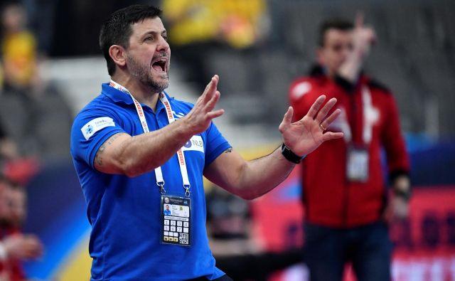 »Ne vem, zakaj, ampak igrali smo, kot da bi imeli zategnjeno ročno zavoro,« je ocenil selektor Ljubomir Vranješ. FOTO: Reuters