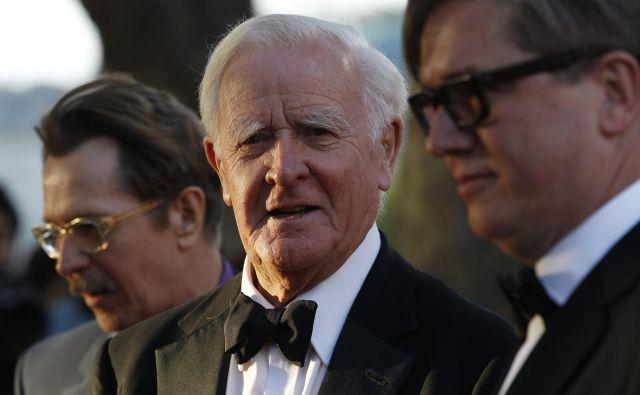 John Le Carré, britanski igralec Gary Oldman in švedski režiser Tomas Alfredson na premieri filma <em>Kotlar, krojač, vojak, vohun</em> leta 2011. FOTO: Suzanne Plunkett/Reuters