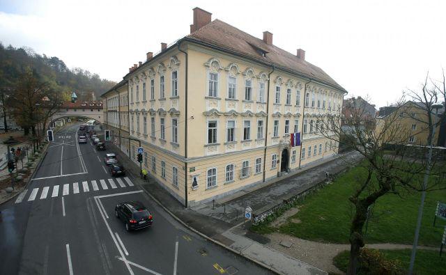 Gruberjeva palača pri Šentjakobskem mostu čez Ljubljanico, v kateri je (za zdaj) Arhiv RS. Foto Blaž Samec