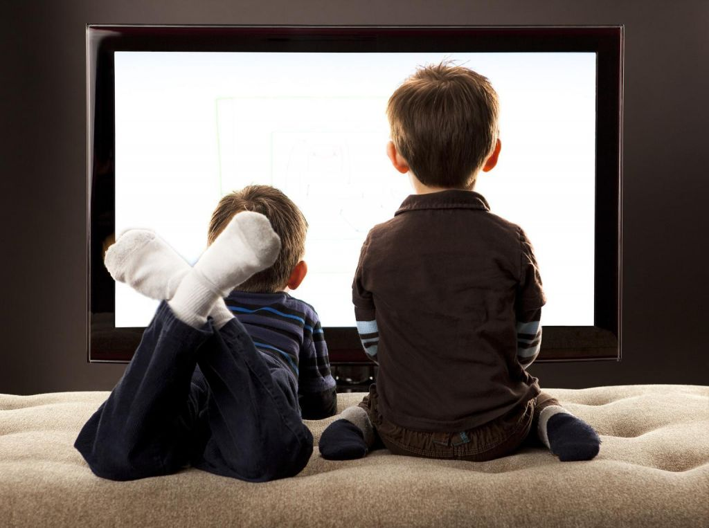 Sprememba smernic glede televizije in drugih ekranov, ko gre za otroke mlajše od dveh let